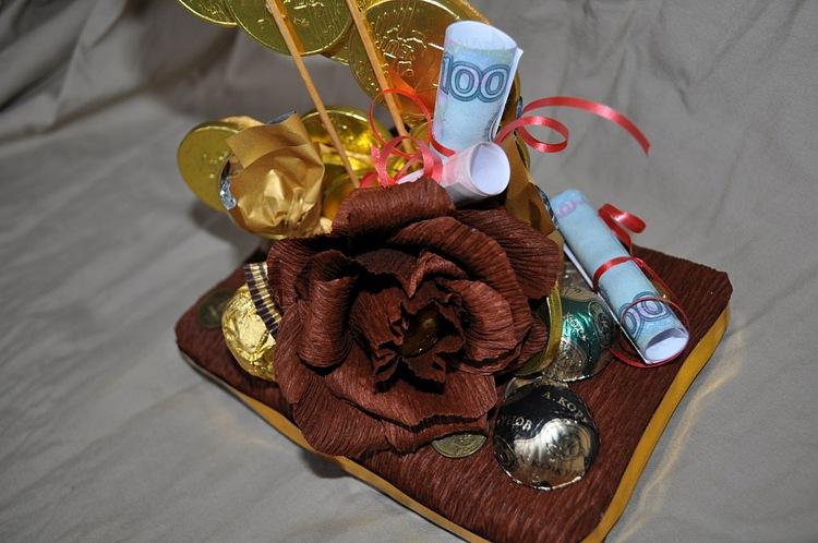 Подарок на свадьбу оригинальный фото из конфет