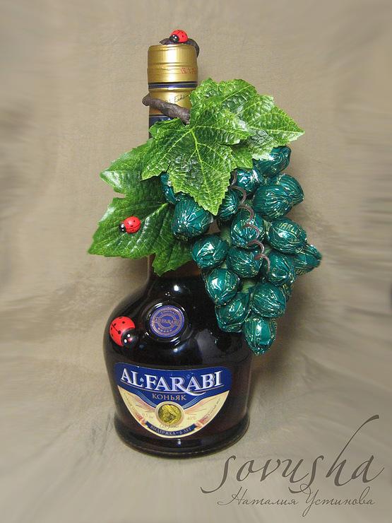 красиво упаковываем бутылку, бутылка и конфеты, оригинальная упаковка